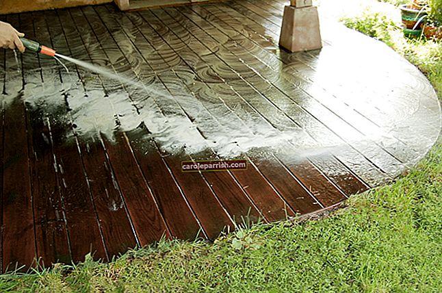 Terrazze pulite - pulizia del patio con schiuma